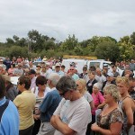 "Auction draws huge crowd: around 500 people attended the auction of 61 The Esplanade in Inverloch last Saturday, in what auctioneer David Scholes described as ""ridiculous""."